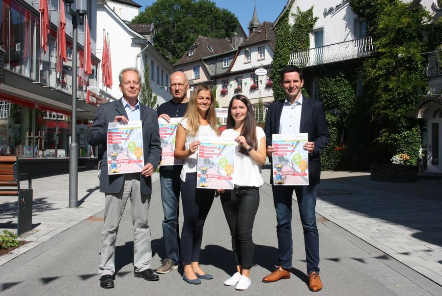 Bild vergrößern: Der Countdown für die Eröffnungsfeierlichkeiten der Niedersten und Ennester Straße läuft.
