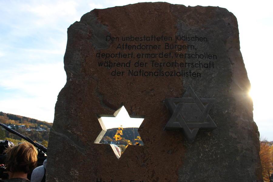 Bild vergrößern: Detail der Gedenkstele