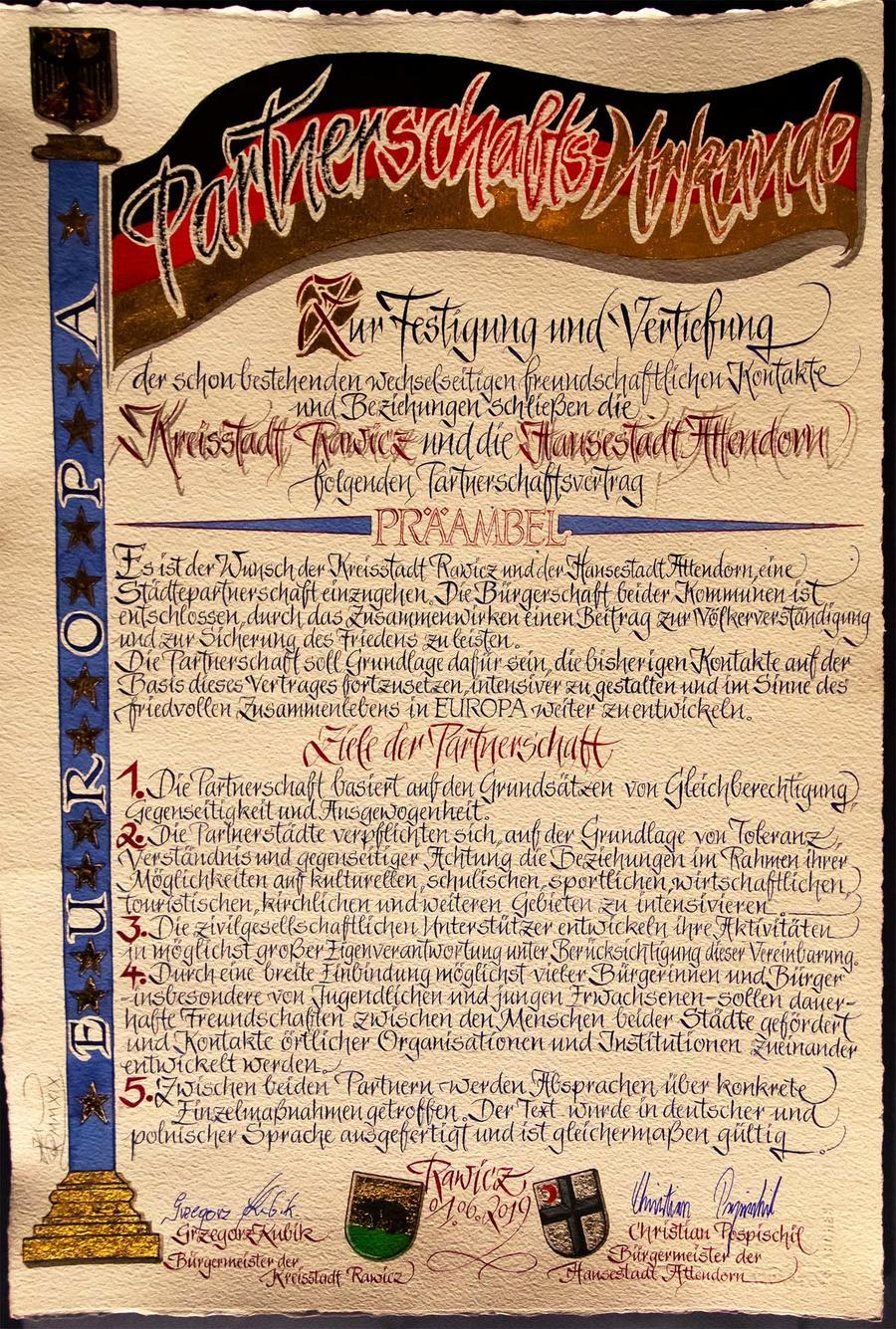 Der Vertrag der Städtepartnerschaft zwischen Attendorn und Rawicz.