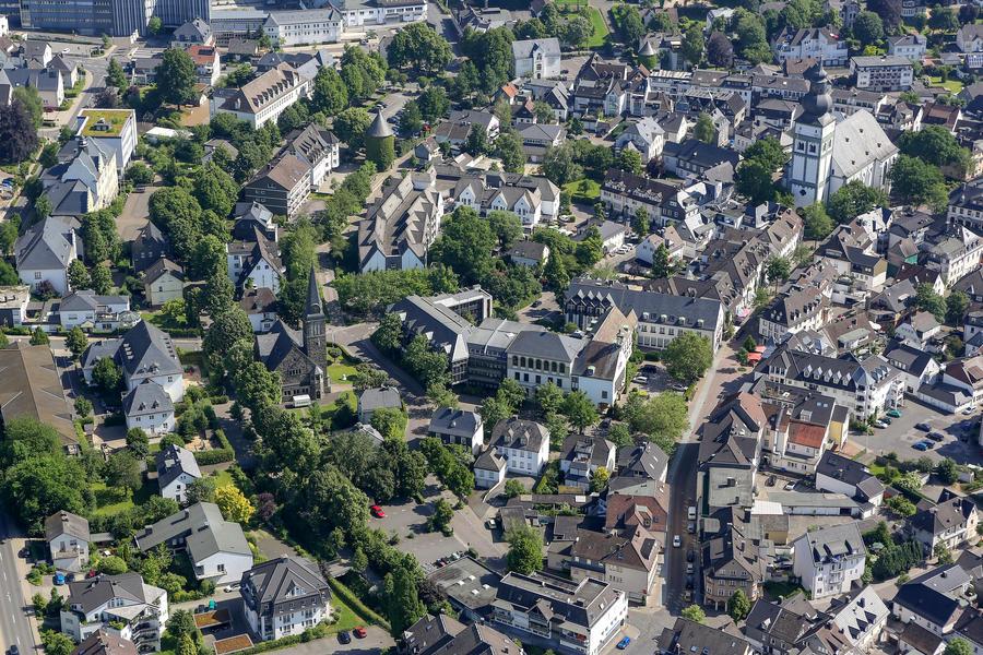 Bild vergrößern: Luftaufnahme der Attendorner Innenstadt